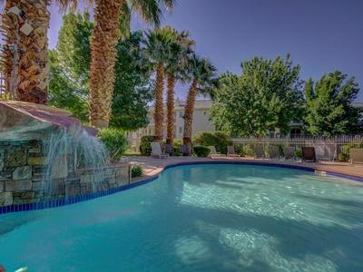 *BEST AMENITIES IN ST. GEORGE! NEW REMODEL CONDO!*