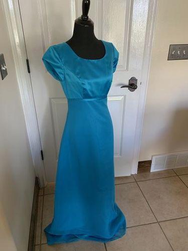 Size 4 Formal Satin Dress Modest for sale in South Jordan , UT
