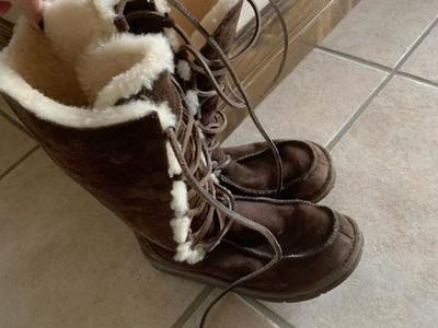 Ugg Women's Leather Boots Size 9