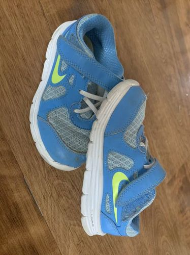 Kids Nike Shoes Size 9 for sale in Riverton , UT