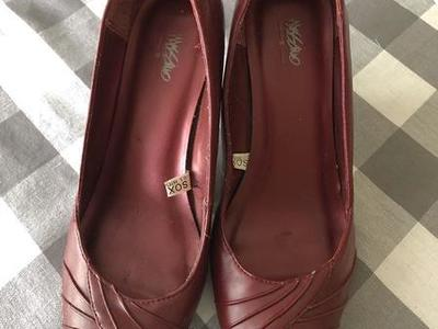 👠 Massimo Red Leather Heels  Size 8 👠