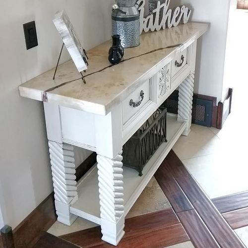 ** Like New Beautiful Decrotive End Table ** for sale in Orem , UT