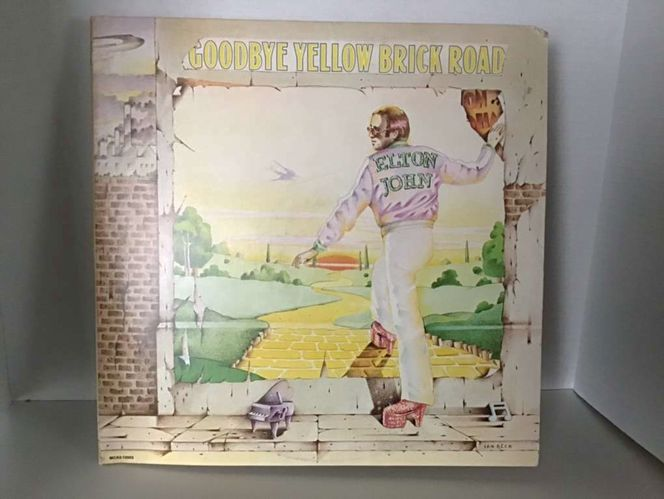 Goodbye Yellow Brick Road Double album by Elton John in excellent condition for sale in Ogden , UT