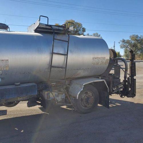 Rosco 1950gal hot asphalt distributor system 2005 for sale in Filer , ID