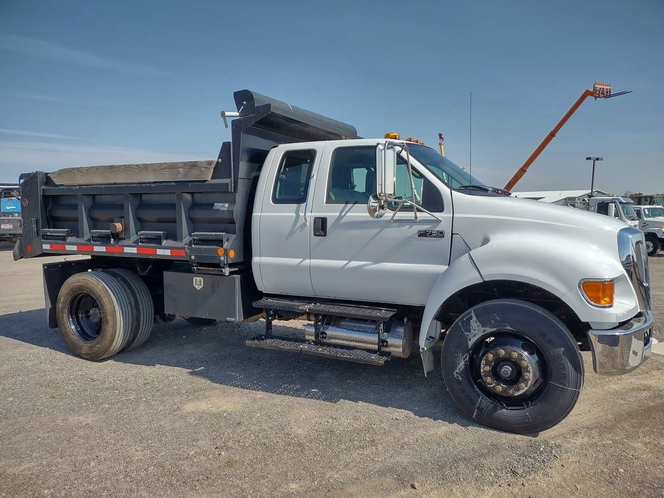 2008 Ford F-750 Ex Cab Dump Truck 16k Miles for sale in Filer , ID