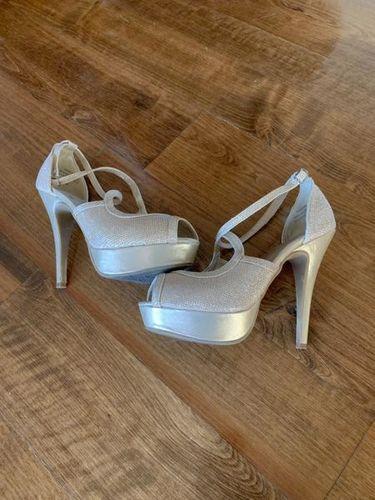 Gold Tall Heels Size 6.5 for sale in Herriman , UT