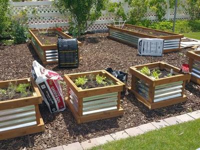 Custom garden planter grow boxes