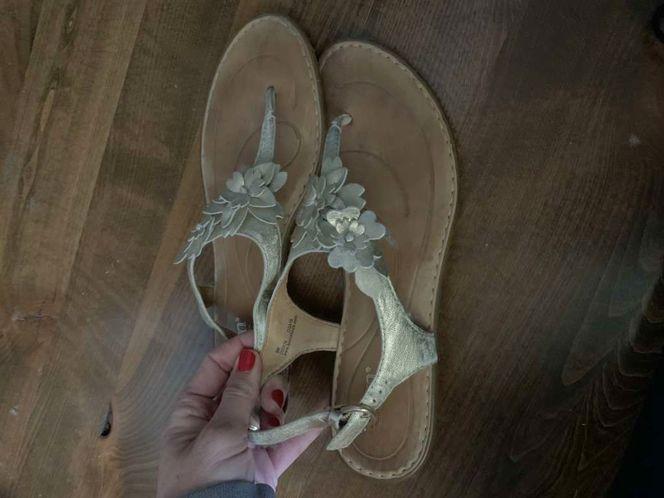 Born Gold Sandals Size 9 for sale in Herriman , UT