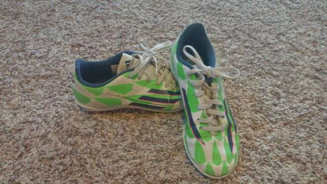 Boys size around 5-8  futsal and soccer cleats for sale in North Saratoga Springs , UT