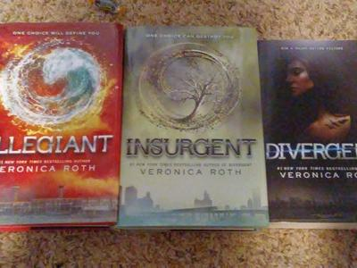 4 hardcover Divergent series book, Veronica Roth
