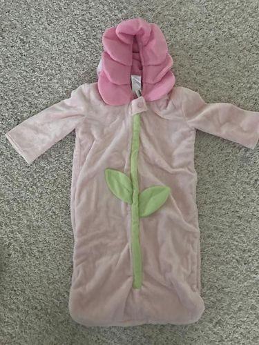 OLDNAVY Flower Costume/wrap 0-6 M for sale in West Jordan , UT