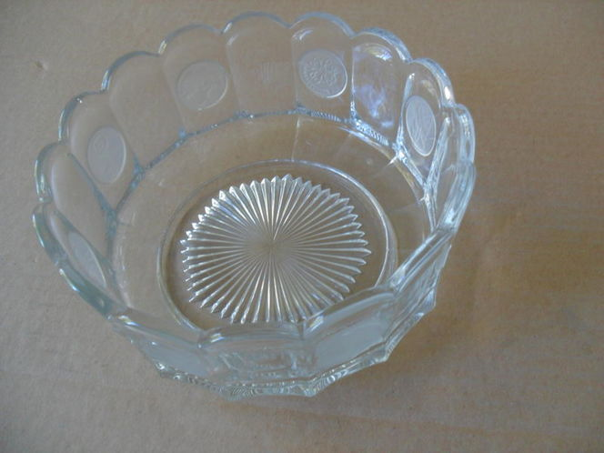 Coin Dot Round Bowl Measures 7