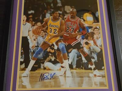 Magic Johnson signed picture 16x20