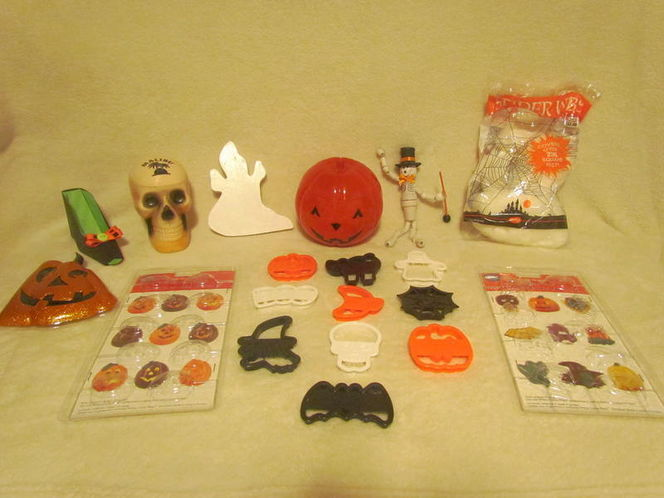 Halloween Cookie Cutters~Sucker Molds~Skeleton~Web for sale in Tooele , UT