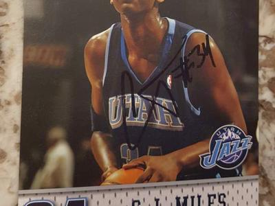 Utah Jazz C.J. Miles autographed playing card