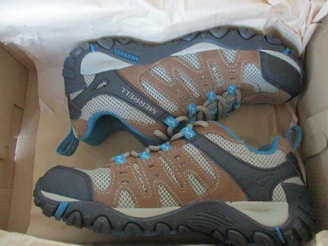 New Merrell Accentor Hiking Shoes, Women, size 6 for sale in Lehi , UT