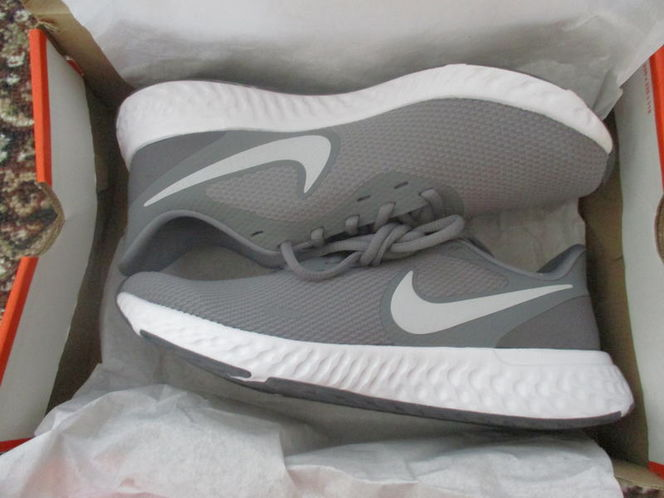 New in Box Nike Mens Revolution 5 Running Shoes, grey, size 8.5 for sale in Lehi , UT
