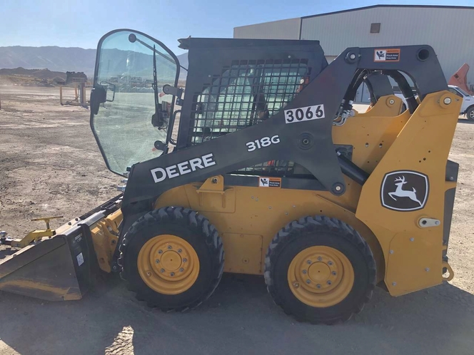 Skid Steer loader for rent. Has cab, hand controls, 2020 model for sale in Midvale , UT