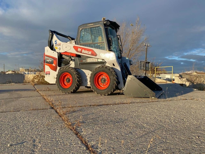 Bobcat for rent. Enclosed cab with A/C and hand controls for sale in South Ogden , UT