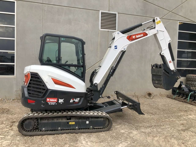 Bobcat E-42 mini excavator for rent. 9800 lbs with cab and thumb. Nice, big power! for sale in Tooele , UT