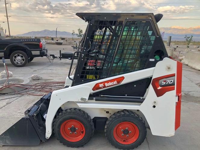 Mini Bobcat skid steer loader for rent. Sit-in dingo only 36