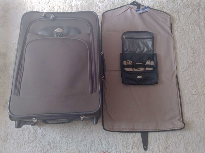 Medium-Size Samsonite Suitcase with a Carry-on in Excellent Condition for sale in Taylorsville , UT