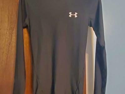 Under Armour Black Heat Gear Long Sleeve Size SM