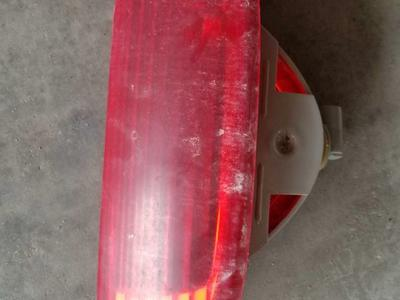 2003 jeep liberty center tail light