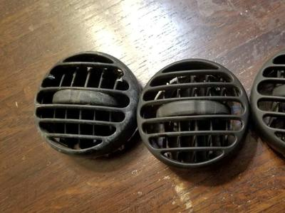 2003 jeep liberty vent cover