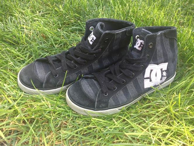 DC Striped Black Canvas High Top Size 7.5  for sale in Riverton , UT