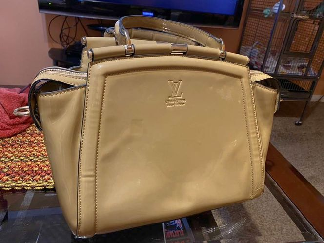 Women's Hand Bag Purse In Good Condition for sale in Springville , UT