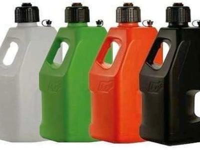New LC2 5 gallon gas cans