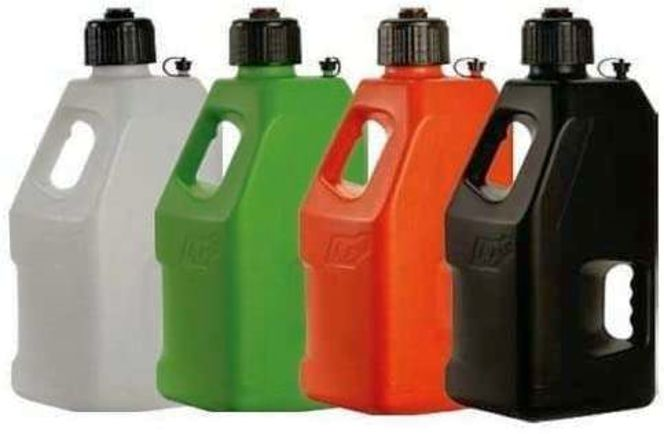 New LC2 5 gallon gas cans for sale in Ogden , UT