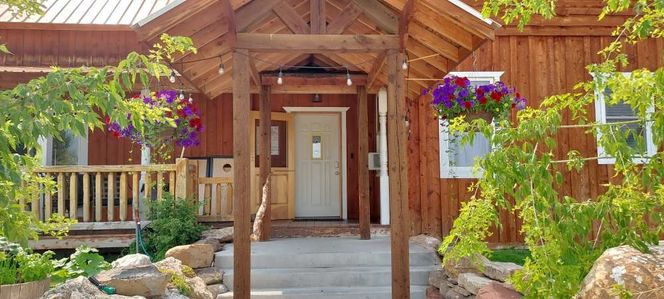 *BEAR LAKE cabin for Large Groups & Reunions - Sleeps 16+ OFF PEAK DISCOUNTS! - Pet Friendly - Now booking FALL for rent in Bloomington , ID