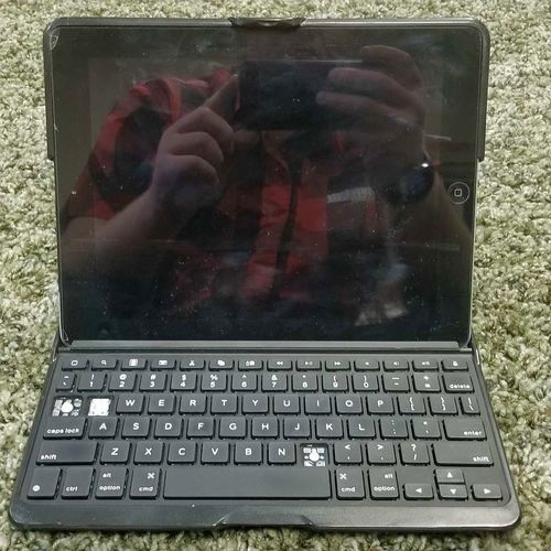 Ipad 2 Cellular With Keyboard  for sale in Lindon , UT