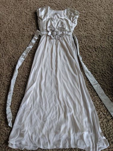 Beautiful Silky Size 6 Formal for sale in Highland , UT