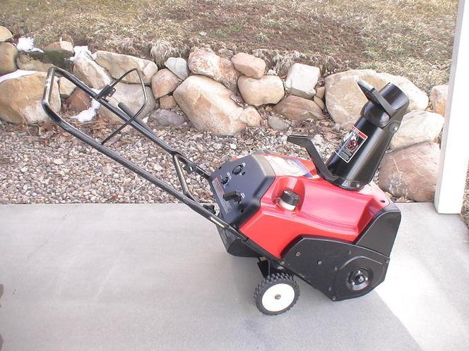 Like New Toro Snowblower $350.00 OBO ccr 2450 5HP Snow Thrower Snowthrower Snow Machine for sale in Alpine , UT