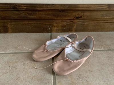 SPOTLIGHTS BALLET SHOES SIZE 2 1/2 PINK LEATHER