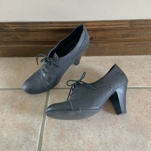 G by Guess Women's Black Leather Pumps Size 10 for sale in Herriman , UT