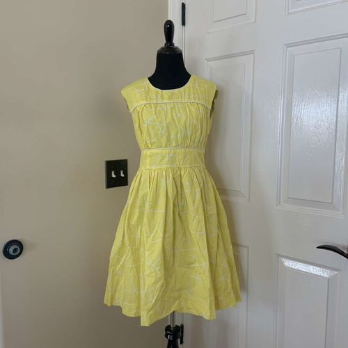 DownEast Basics Yellow and White Dress Size 8 for sale in Herriman , UT