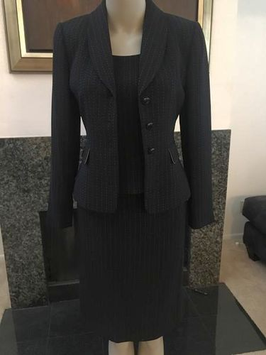 Tahari Size 2P Three Price Suit for sale in Provo , UT