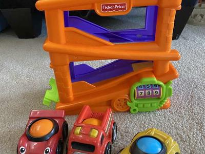 Fisher Price L'il Zoomers Ramp With Three Cars