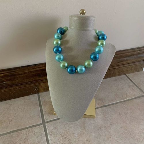 Teal Green Large Oversized Faux Pearl Necklace   for sale in Herriman , UT