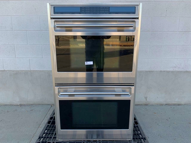 2010-11 Wolf Double Oven - Electric - Stainless Steel - Rotating Digital Control Panel - Excellent Used Condition for sale in Salt Lake City , UT