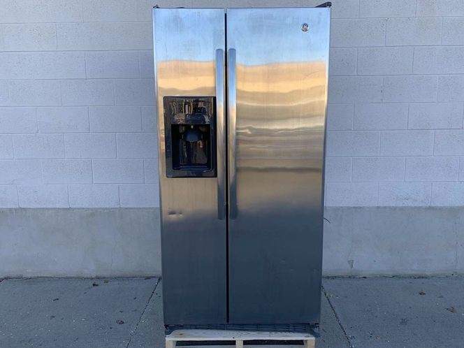 2014-2018 GE Refrigerator / Freezer - Stainless Steel - Side by Side - Good Used Condition for sale in Salt Lake City , UT