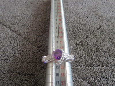 Beautiful ladies ring size 7 not marked