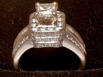 Exceptional 4 carat(total) diamond ring