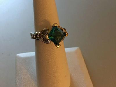 New Beautiful Stylish Teal Ring, Well Made, Size 7