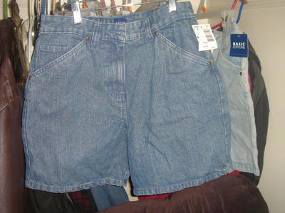 NEW BASIC EDITIONS DENIM SHORTS SIZE 4.6.10 AND 12