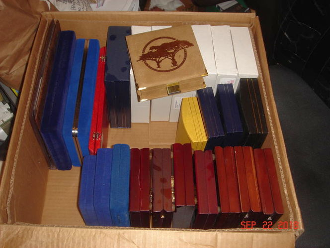 nice wooden coin gift box 's display and protection for sale in Salt Lake City , UT